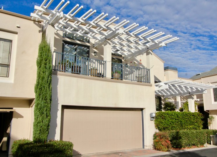 Excellent sunshine near villa with balcony and small plants of Lakeshore in Irvine