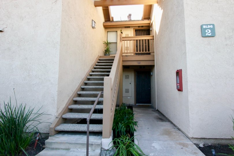 THE HOUSE WITH PLANTS, STEPS, NUMBER BOARD ON THE WALL IN THE CITY OF IRVINE
