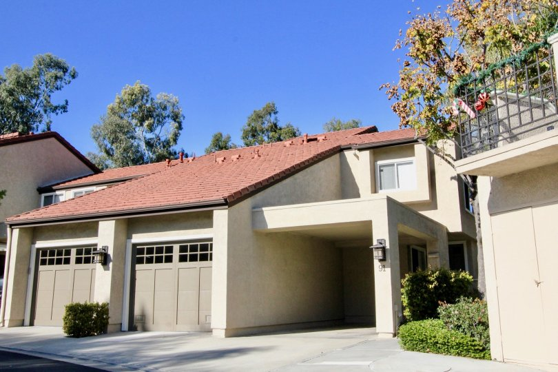 A driving leading up to a condominium with a covered entrance at Princeton Townhomes in Irvine CA