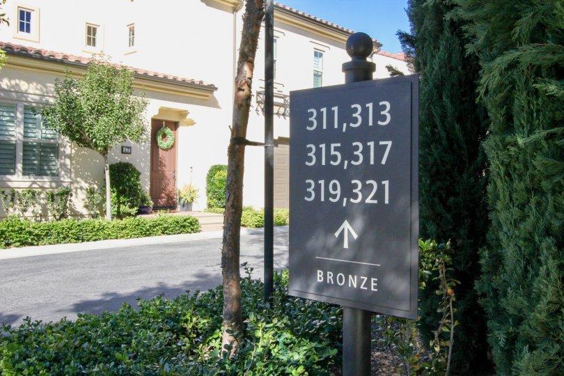 A gray unit signpost in Santa Cruz community alongside a driveway.