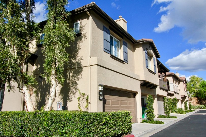 A street lined with town homes with attached garages inside Sheridan Place in Irvine CA