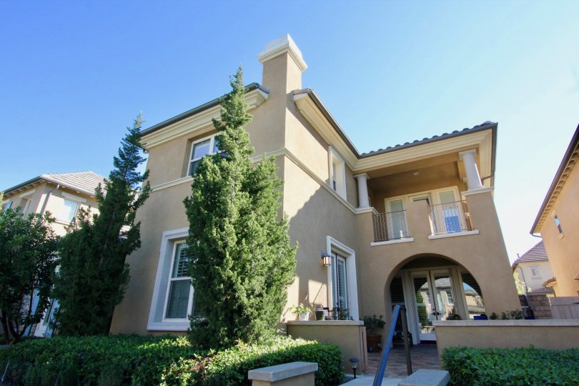 Beautiful Beige color Bunglow with green trees and speious in Stonetree Manor, Irvine.