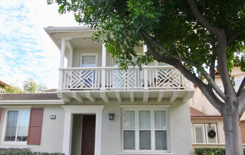 Nice villa with balcony in upstairs having tree at front in Summerplace of Irvine