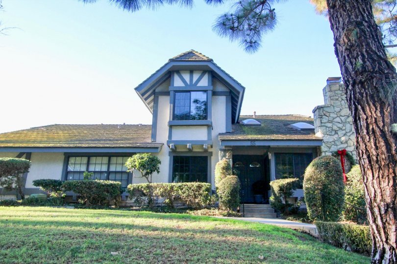 A single storied house with sloped roof and a large lawn in the woodbridge estates community