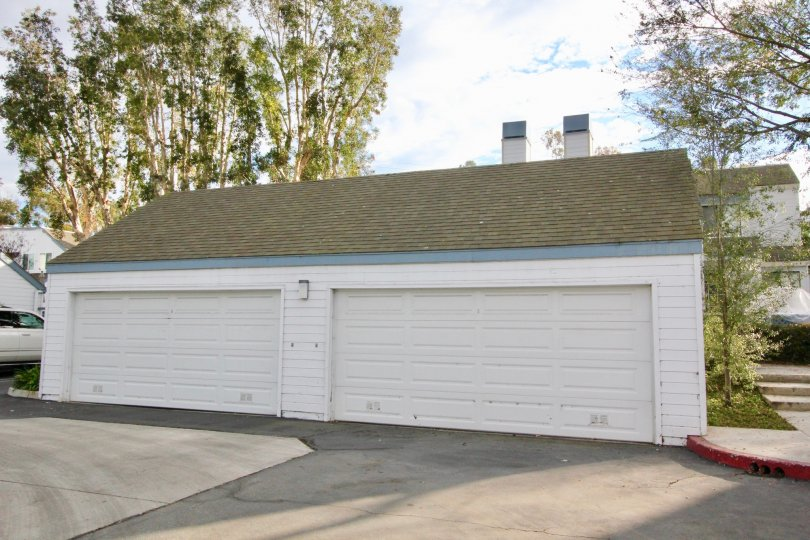 A two door white garage in Woodbridge Laurels of Irvine, California.