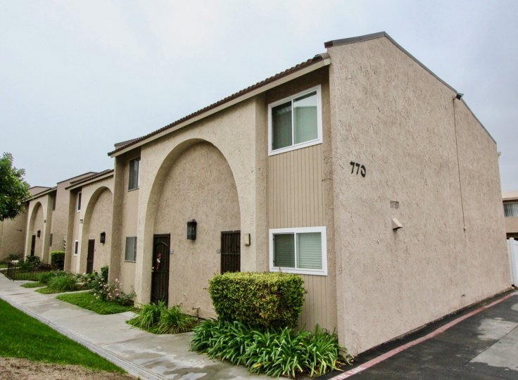 THE 770 FLAT IN THE MIRA VISTA WITH THE PLANTS, GRASSLAND