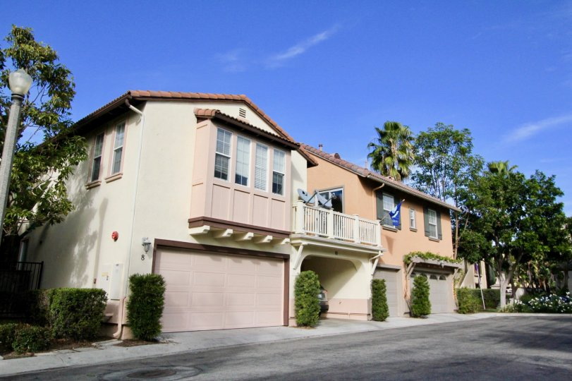A beautiful house located in the Ladera Ranch city of California. It comes with a garage and a splendid view.