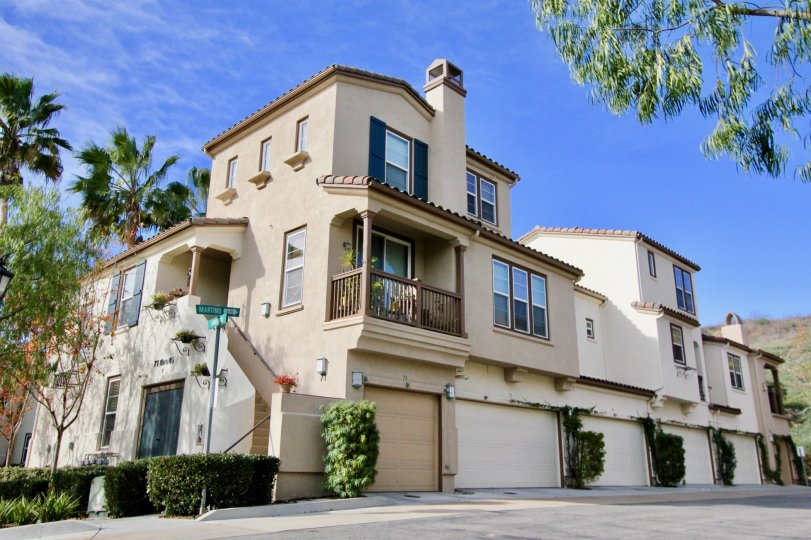 A blue sky complements the Sansovino Complex at Ladera Ranch, California