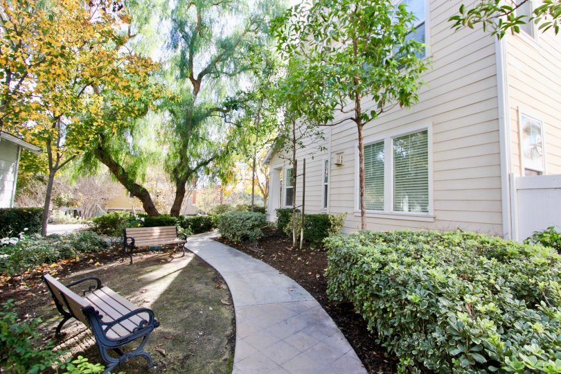 Beautiful sitting place near villa with trees and garden in Tarleton of Ladera Ranch