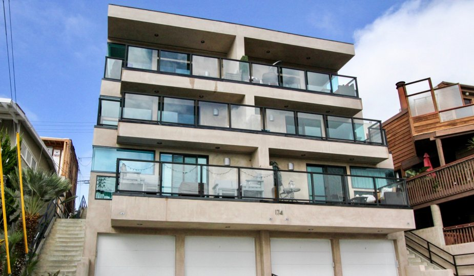 THE 174 BUILDING IN THE 174 CLIFF DRIVE WITH THE BALCONIS, STEPS, SHOPS