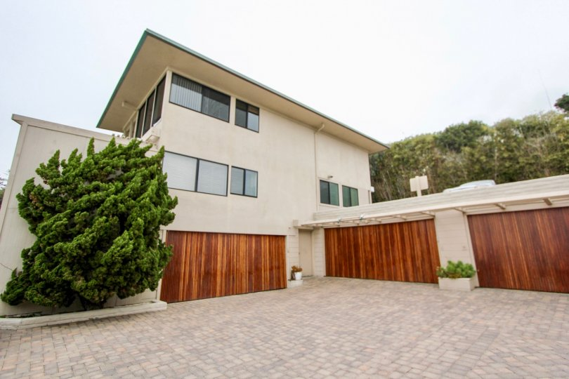 the table rock is a table wood house of the laguna beach city in ca