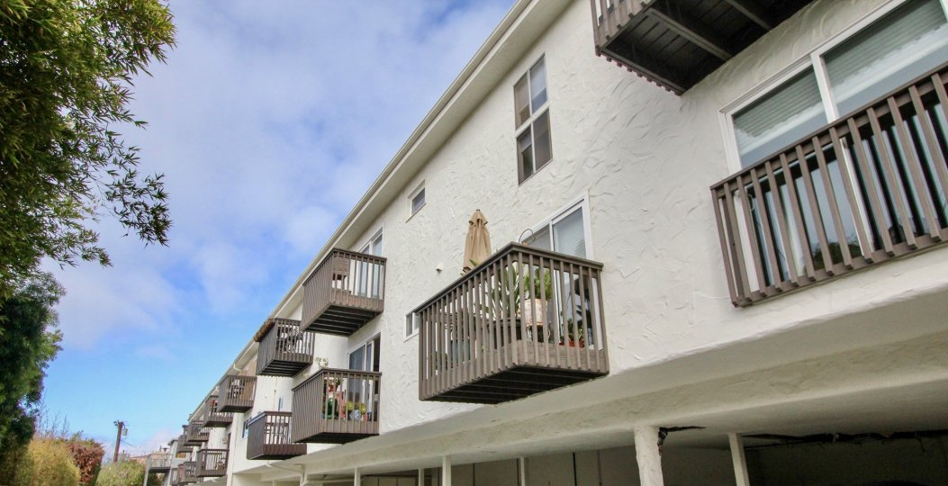 the Woods Cove is a beautiful balcony of the languna beach in CA