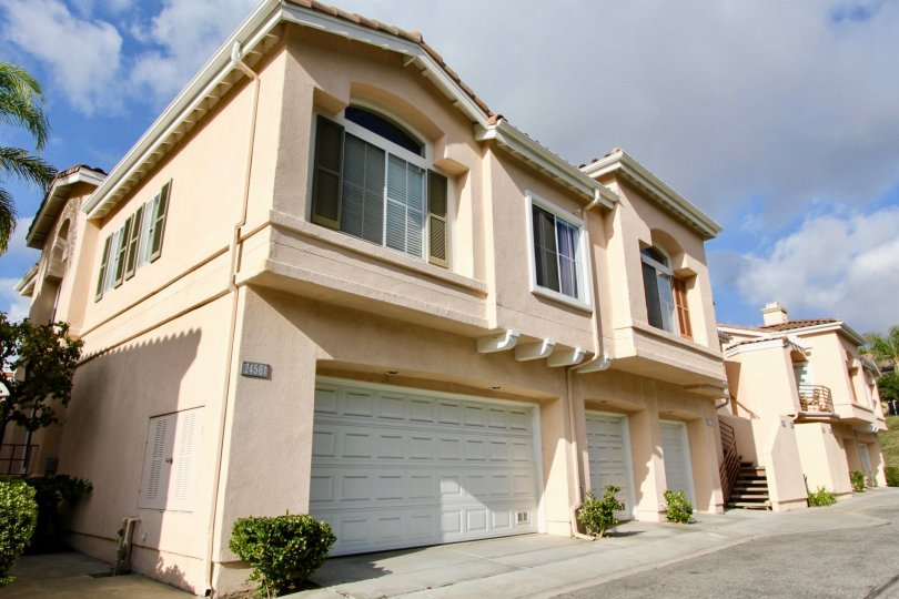 For a complete list of Laguna Niguel homes for sale please use our Laguna Niguel home search.