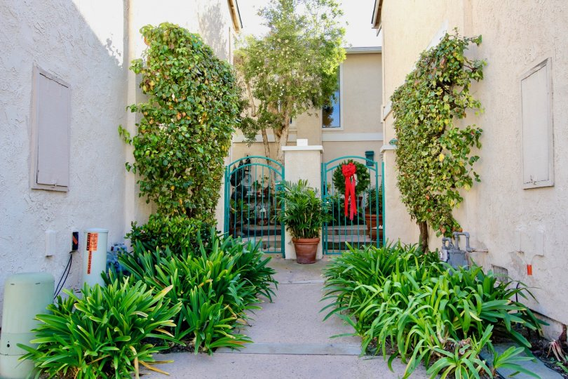 The real estate search: El Niguel Terrace | Condos and Townhomes for Sale in Laguna Niguel is brought to you courtesy of LivingSoCal, the premier SoCal Real Estate Search Site. If you would like more information about the real estate on this website, or w