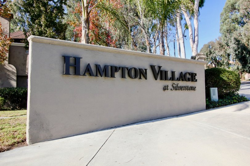 beautiful and green neighborhood surrounding the entrance Signage to Hampton Village, Laguna Niguel, Californa