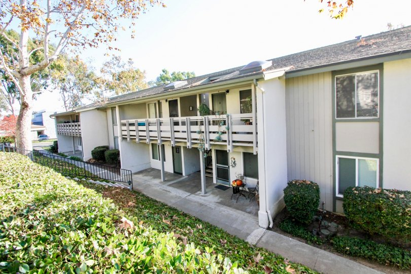 Well maintained grounds in the community of Hillhurst Condos in Laguna Niguel, California.