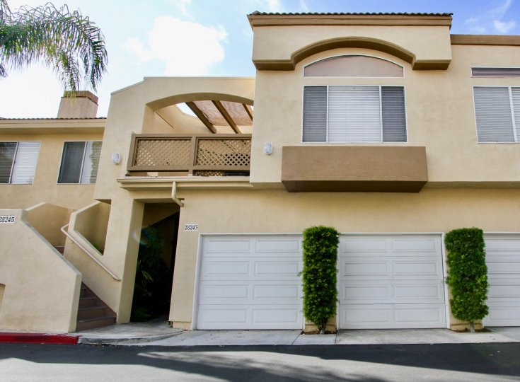 Mirador homes are located in the coastal community of Laguna Niguel. Mirador townhouses were built between 1989 to 1990 and feature two to three bedroom condos that range in size from 850 to 1, 400 square feet of living space. This is a great complex that