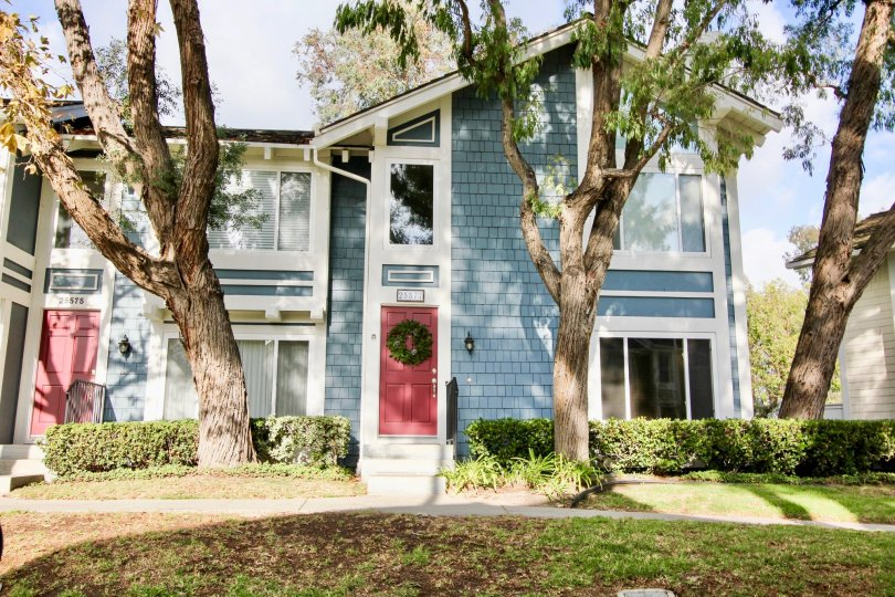 Sparrow Hill condos are located in the coastal community of Laguna Niguel. The community is ideally located close to the Mission Viejo mall and the 5 freeway. The condos were originally built in 1984 and feature two to three bedroom floor plans that range