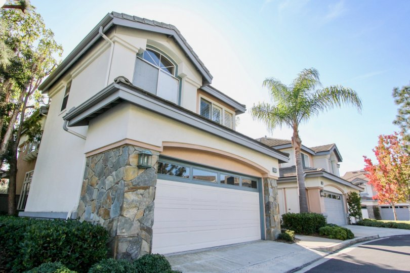 beautiful two story home with spacious garage in Stoney Pointe California