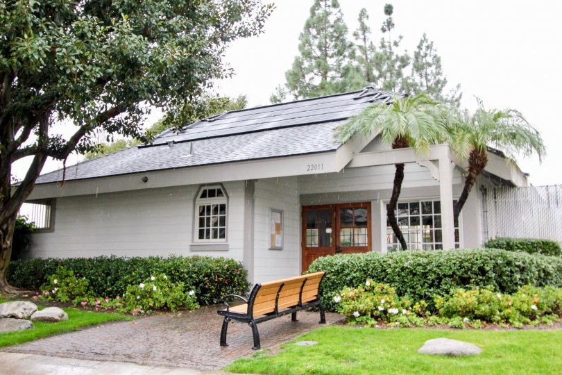 the Grandview Crest house is a garden house of the lake forest city in california