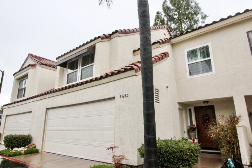 Nice Villa with palm trees and parking in Hillview of Lake Forest