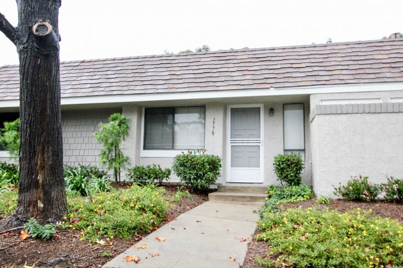 small single family home in Lakeside park community in Lake forest california
