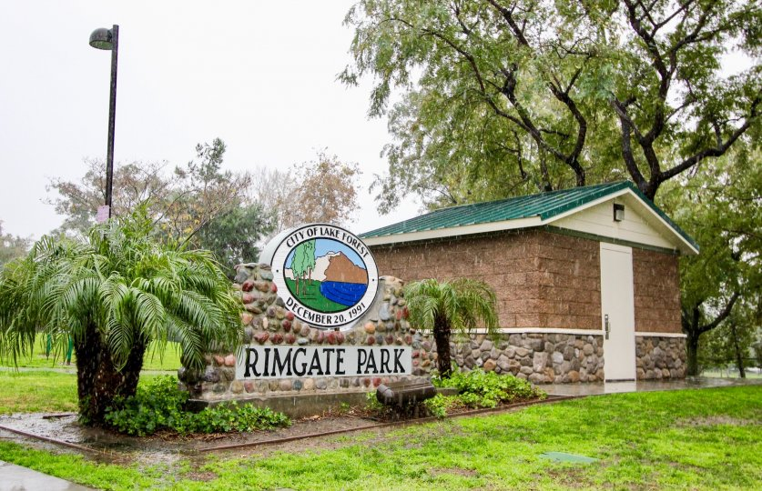 The entryway of the Old Trabuco Highlands park on a rainy day