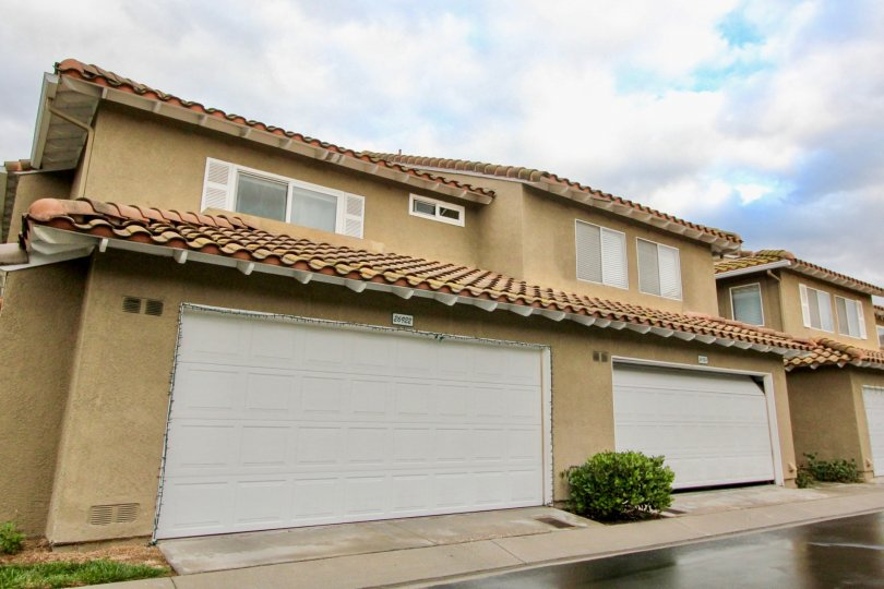 The Emerald Pointe II subdivision is located in the city of Mission Viejo in the Mission Viejo South area. The Emerald Pointe II tract consists of 387 Condos that were built by Warmington Homes and includes a swimming pool, heated spa. This subdivision of