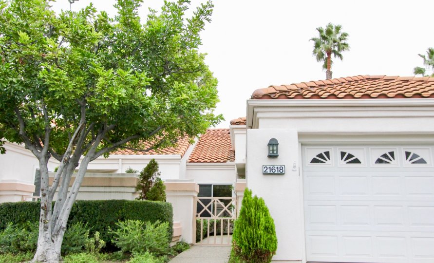 the palmia courts 1 is a small gateway house of the mission viejo city in california