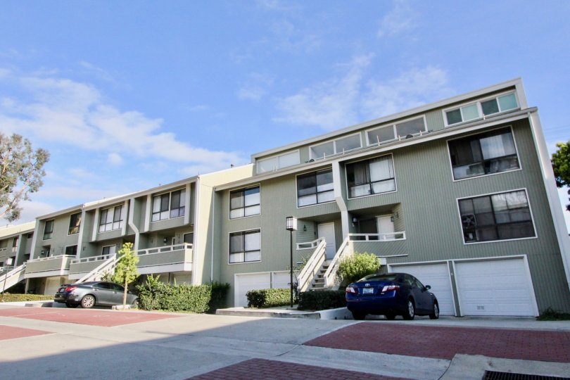 THE APARTMENT IN THE NEWPORT CREST WITH THE CAR PARKING, STEPS, BALCONIS