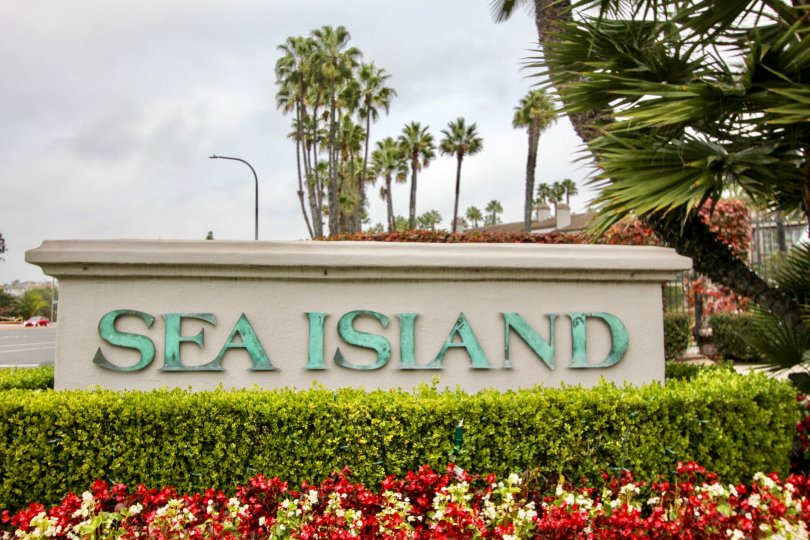 the sea island lusk is a flower pot park of the newport beach city in ca