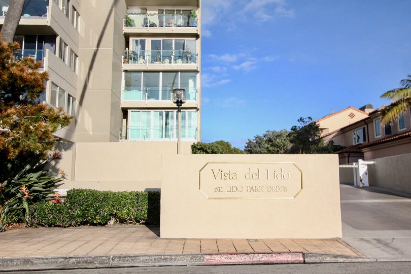 a sunny day in the vista del lido with building that has 3 storey and named vista del lido