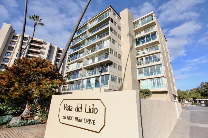 Apartment in Vista Del Lido has so many Buildings with Glass Balconies