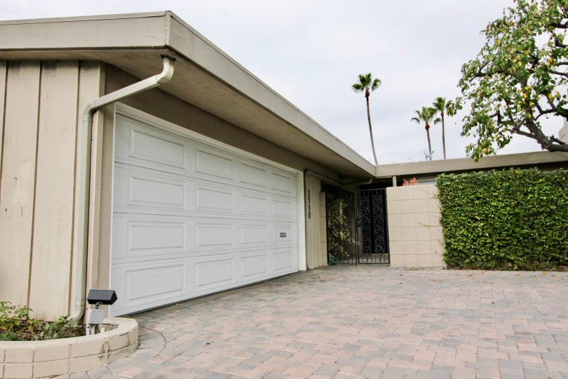 the Westcliff Villas is a enlarged parking area of the newport beach in CA