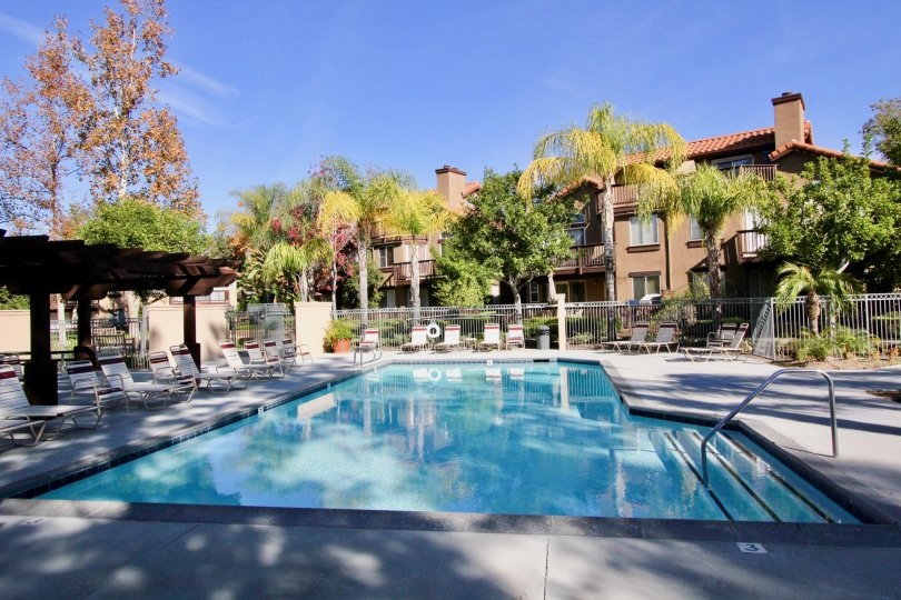 Spacious Apartments in Rancho Santa Margarita, California. Community of Brisa del Lago II. Huge swimming pool. Lounging chairs to catch some sun.