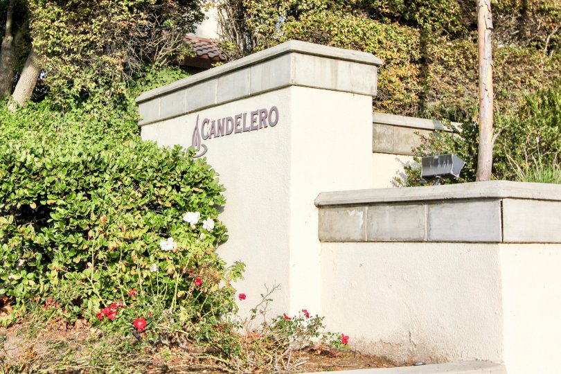 Entrance to the Candelero community in the city of Rancho Santa Margarita