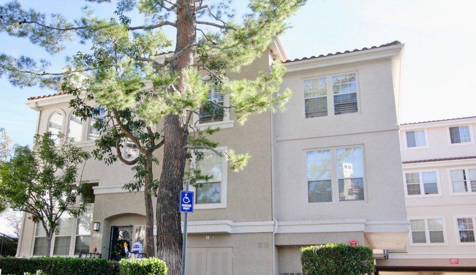 the cierra del lago house is the apartment model house of the rancho santa margarita city in california