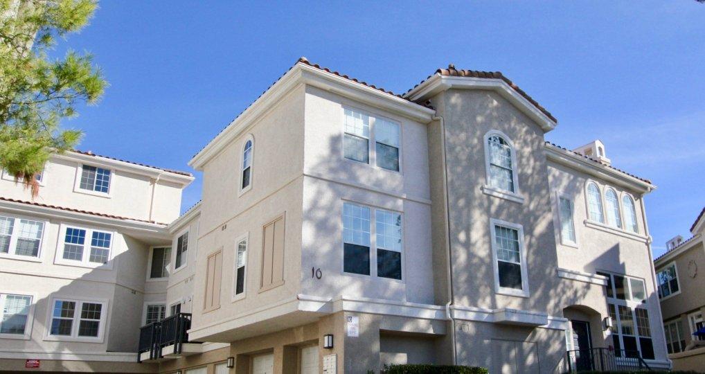Big apartment building in Cierra Del Lago in Rancho Santa Margarita, CA