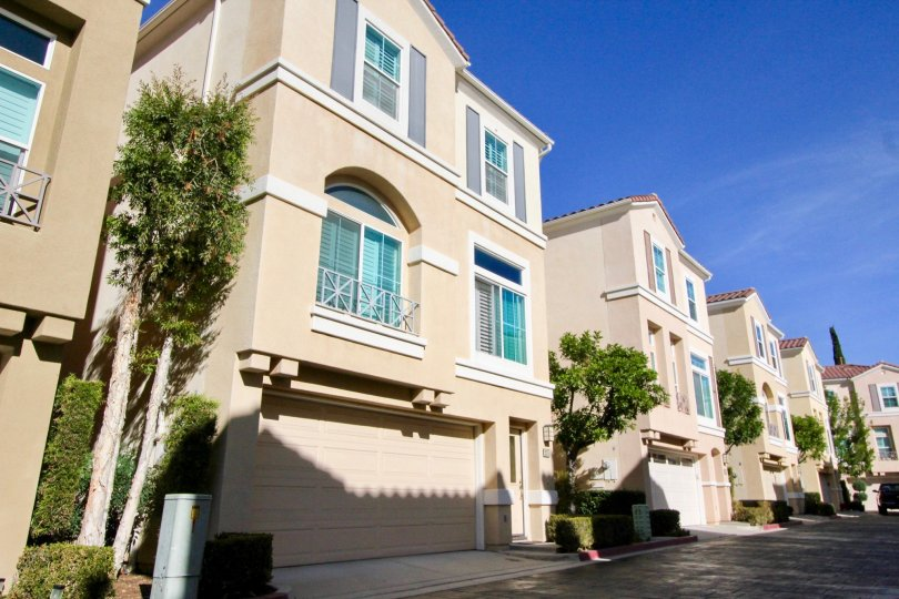 Several large homes with garages at Montana Del Lago community in Rancho Santa Margarita, california.