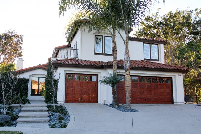 Distinctive and impressive entryways with adjacent garages at the Del Cabo Estates