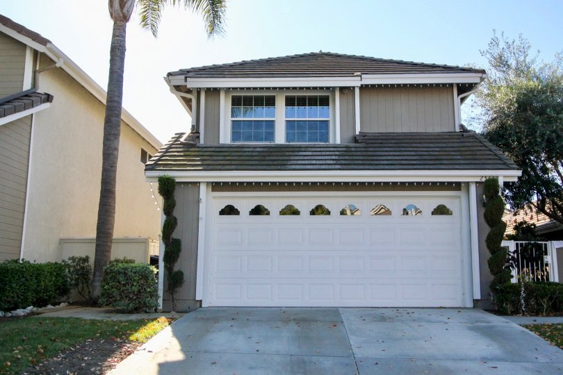 The New Providence San Clemente is light and bright with a formal dining area, living room, fireplace. Family room, breakfast nook, bar area, laundry with inside hookups and 1/2 bath on the lower level. Tile flooring on main level and carpet upstairs.