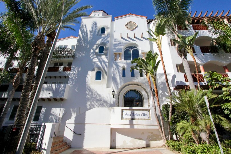 the vista pacifica villas is a white house of the san clemente city in ca