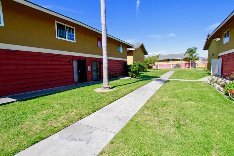 Fairlane Gardens Building with Attractive Green Park in Side View at Santa Ana city in Califorina