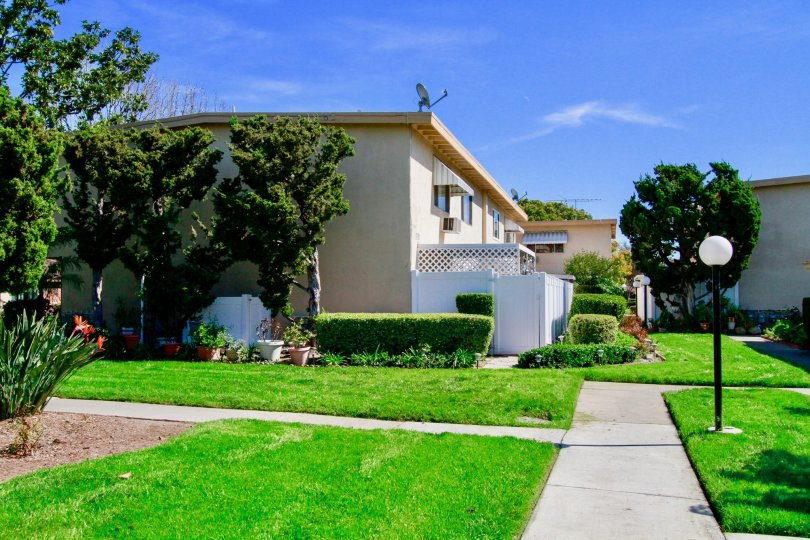 Hillview Regency Building House with Attractive Green Park Location at Santa Ana city in Califorina