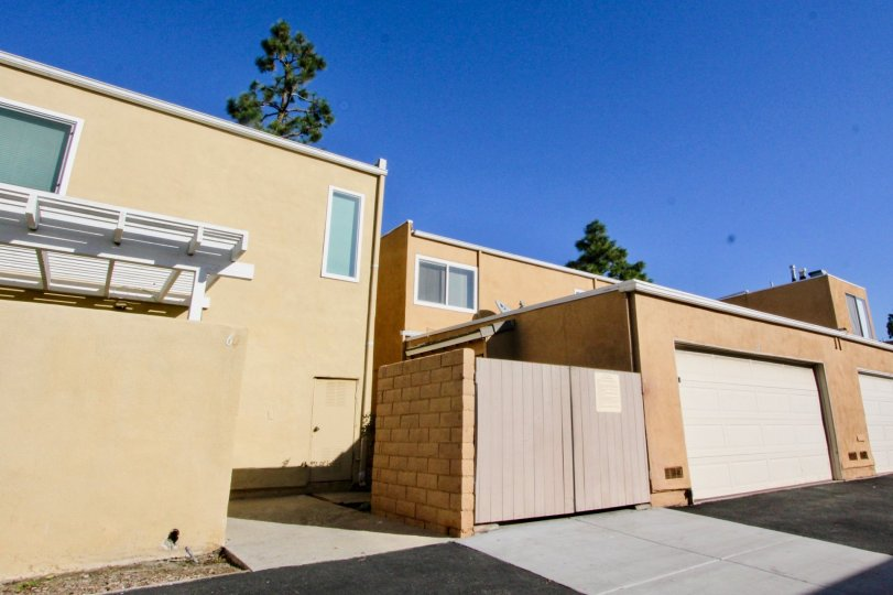 THE 6 APARTMENT IN THE PINE CREEK WITH THE SHUTTER, TREES