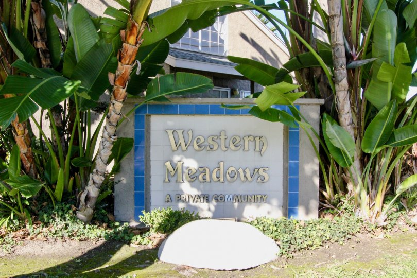 the western meadows is a banana house of the stanton city in california