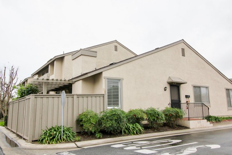 A neutral colored downstairs townhome in the Park Tustin neighborhood of Tustin, California