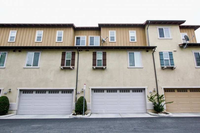 A three-storey townhouse with three-color paints in the Tustin Field community.