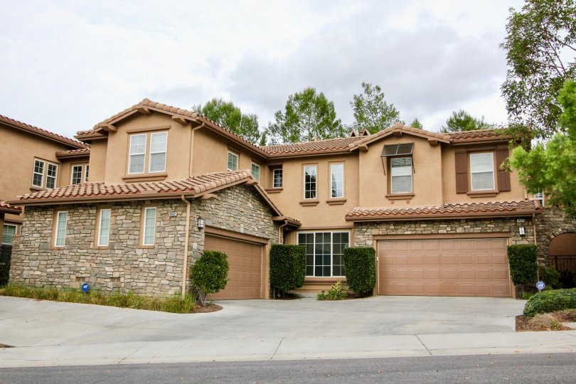 A beige color bunglow with a wide garage and drive way in the Canterbury community