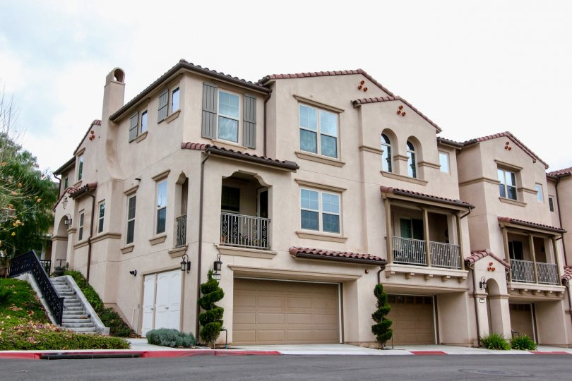 Palisades at Vista Del Verde Yorba Linda California blocks of floors with super balcony and twisted plants in front